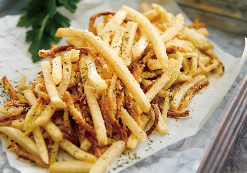 氣炸鍋【帕瑪森起司薯條】酥脆好吃秘訣「洗+醃」2 招必學