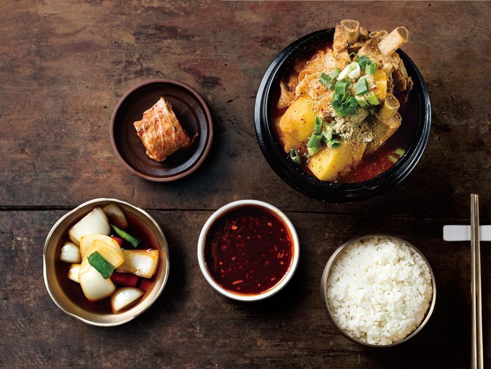 韓式馬鈴薯燉排骨