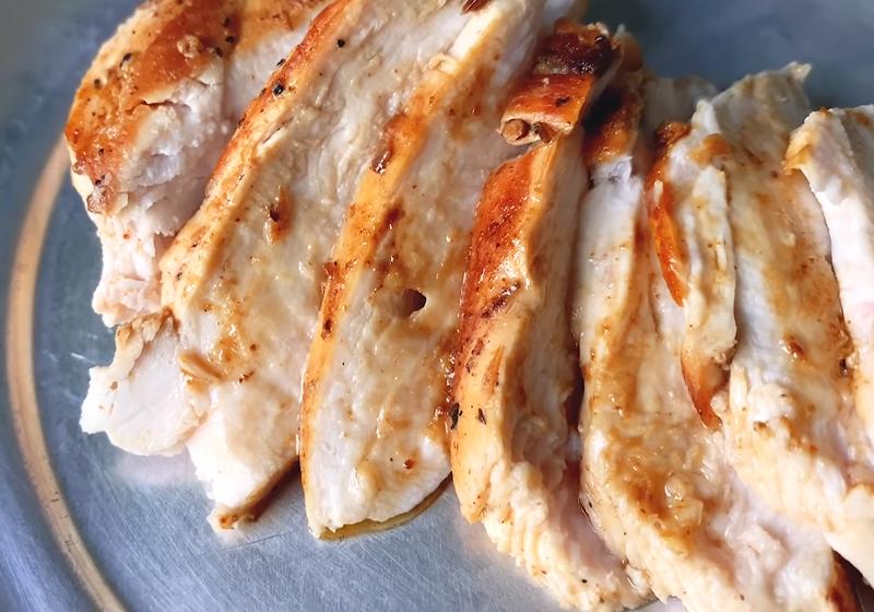 「雞胸肉軟嫩指南」水煮、香煎一次學會!在家做出餐廳等級調味