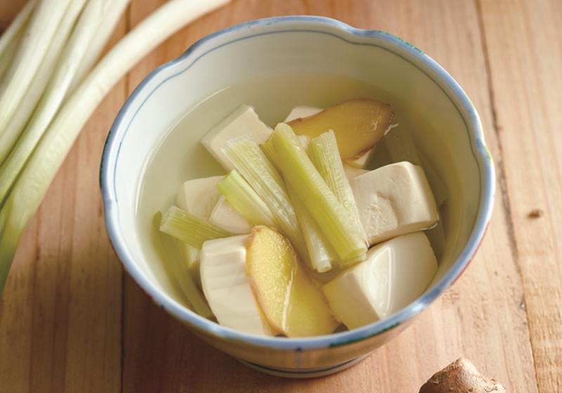 預防感冒、祛風寒!一碗蔥白豆腐湯,熱熱喝快快好