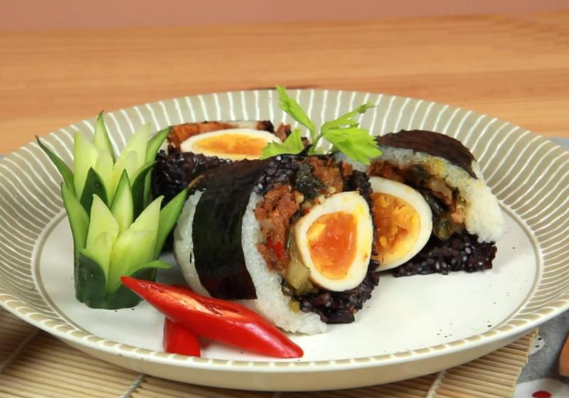 影音》古早味「熊貓雙色飯糰」主廚傳授完美水米比例