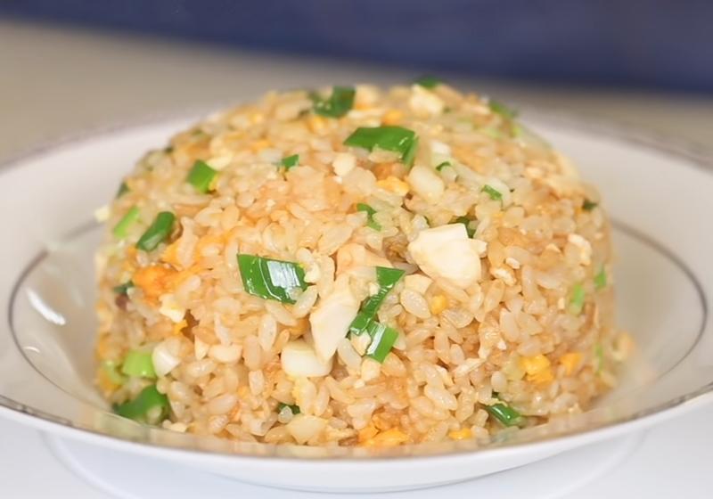 影音》鹹蛋黃控必學!蛋香四溢的「金沙炒飯」10分鐘快速上桌