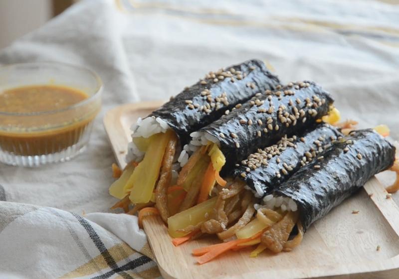 影音》韓國傳統小吃「麻藥飯捲」讓人上癮的醬汁要加這一味