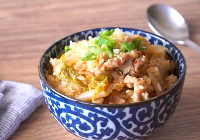 影音》韓式「泡菜豬肉炊飯」 一鍋搞定一餐