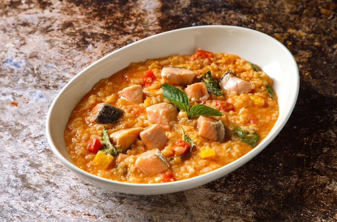 義式番茄紅醬鮭魚燉飯|一鍋到底、營養滿分