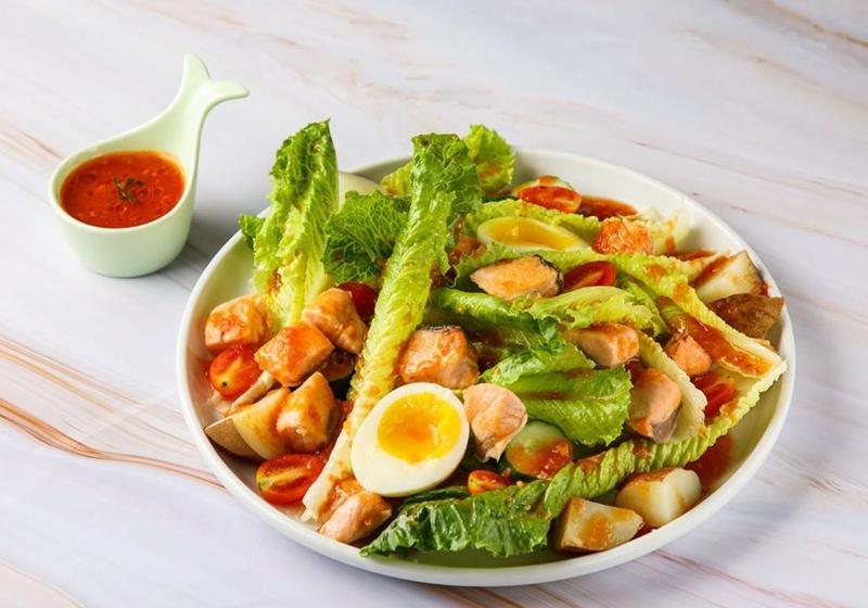 夏天食慾不振?來一份「烤鮭魚鮮蔬沙拉」爽口又營養