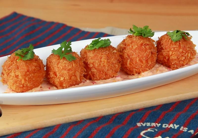 影音》吃得到整顆鹹蛋黃!「泰皇蝦球」宴客上桌好霸氣