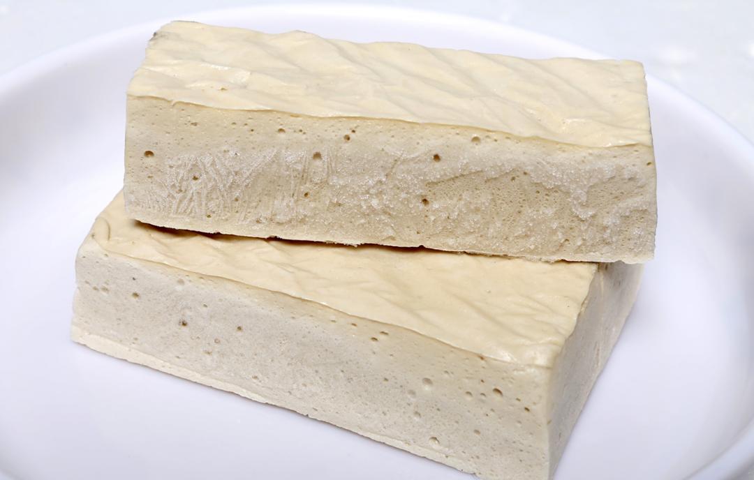 整塊全是油?百頁豆腐不是真豆腐「成分揭密」網友驚呼嚇壞了!