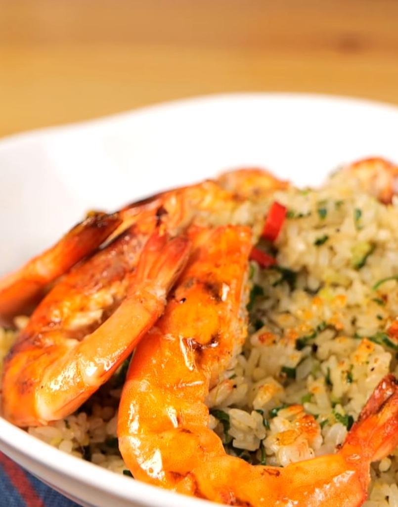 香氣四溢「帶殼鮮蝦炒飯」!把滿滿蝦味精華濃縮在米粒裡