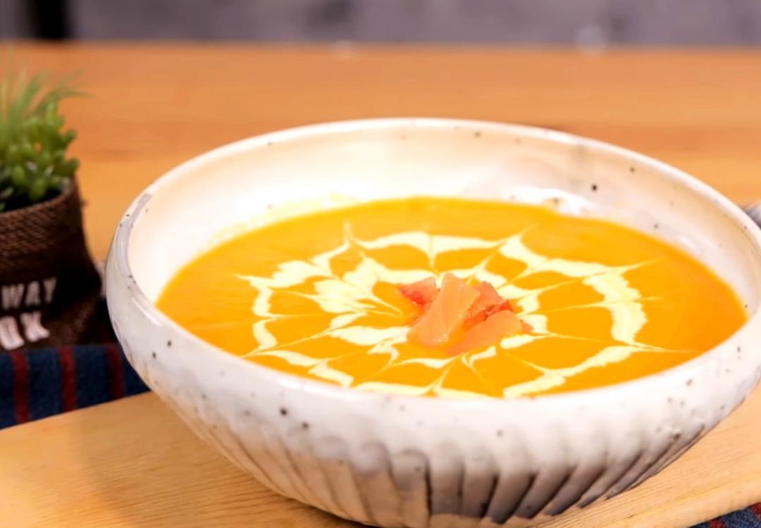 免炒麵糊免勾芡!「燻鮭魚番茄濃湯」天然濃郁靠果汁機來幫忙