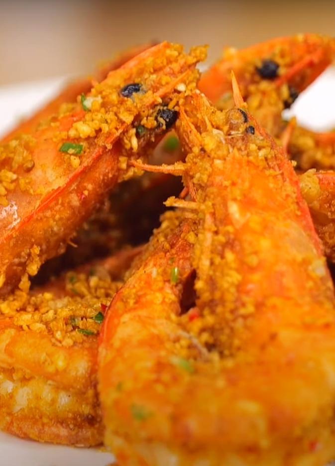蒜酥這樣炸才香!「避風塘炒大蝦」鹹香好下飯