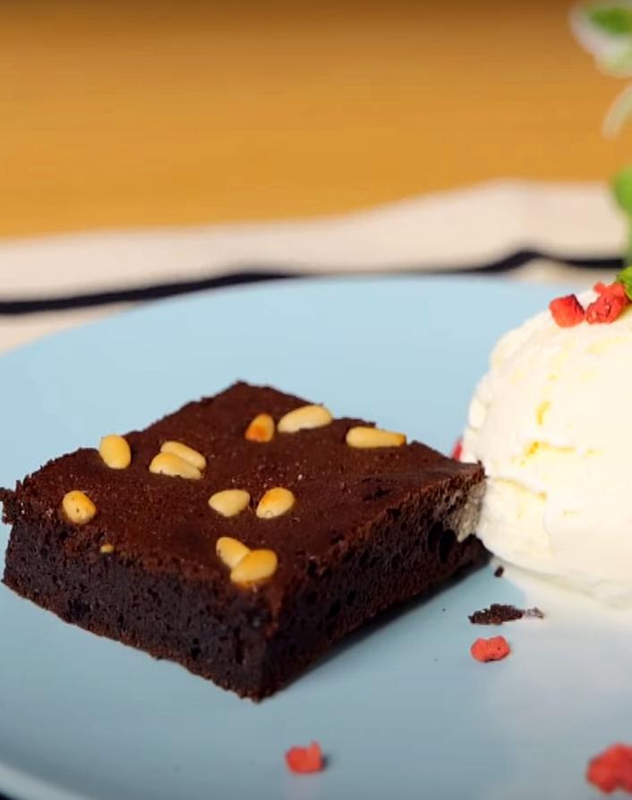 脆皮又濕潤「巧克力布朗尼」!第一次挑戰就成功的配方做法