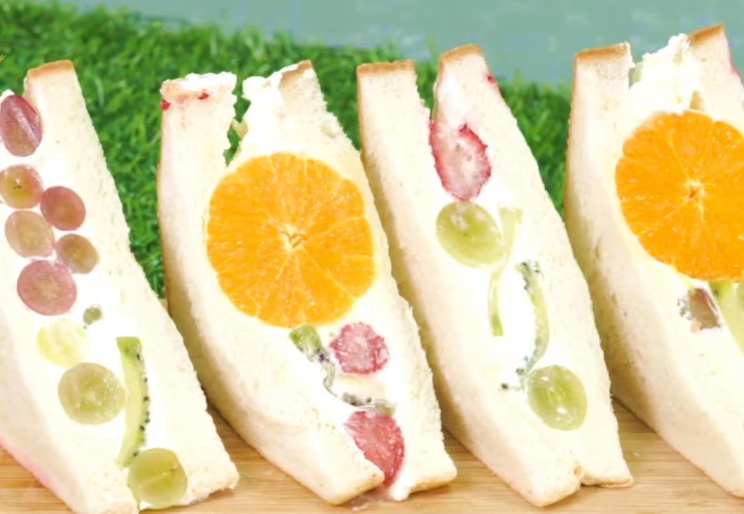網美版「水果花三明治」!2 招撇步在家就能完成夢幻玫瑰切面