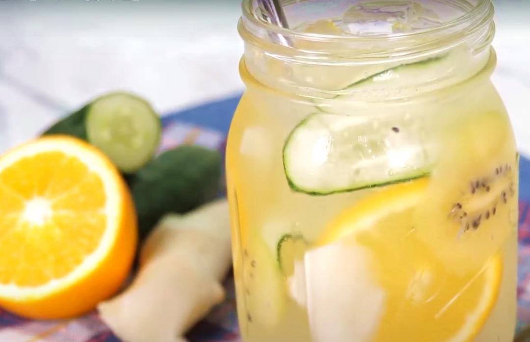 不愛白開水?改喝「1 分鐘排毒水」美白水果加滿滿