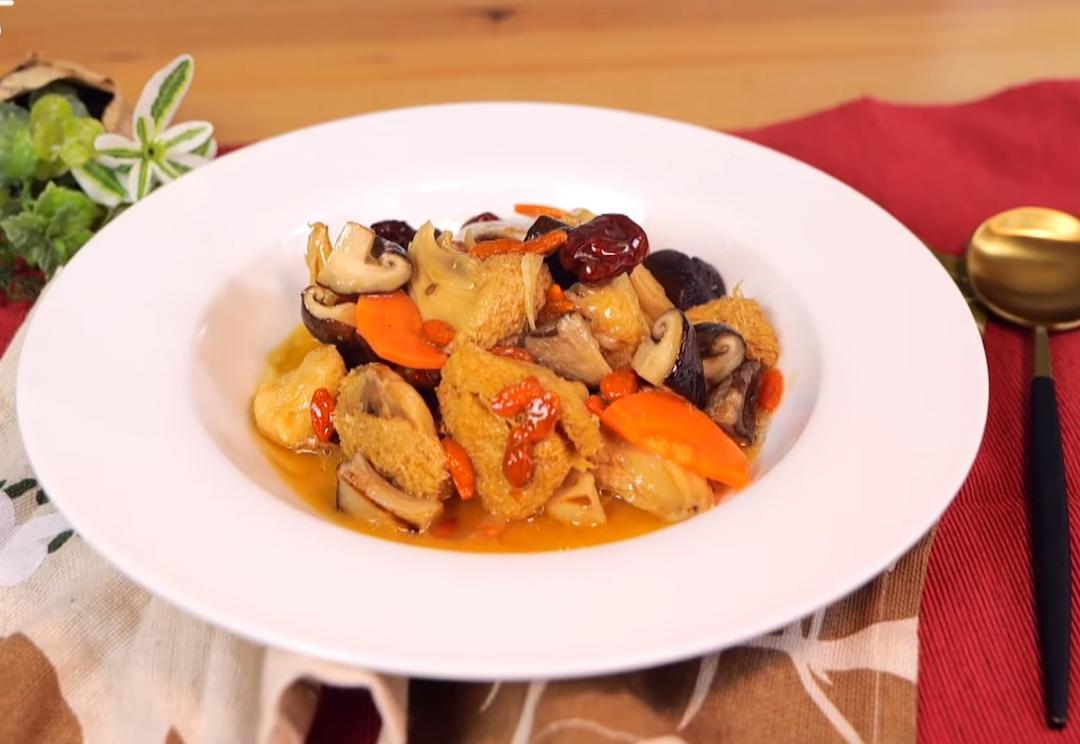 口感不輸干貝!秋涼溫補「麻油野菌猴頭菇」素食者也能大口吃