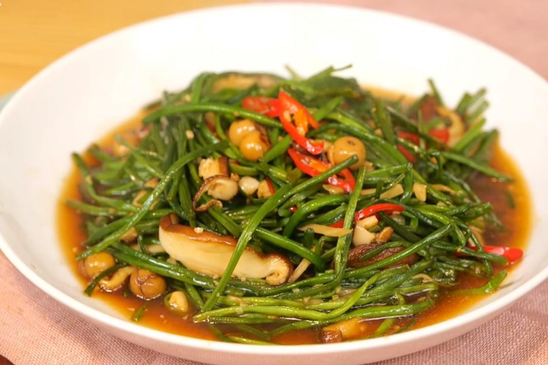 客家野菜料理「破布子炒水蓮」1 分鐘快手炒出清甜脆度!