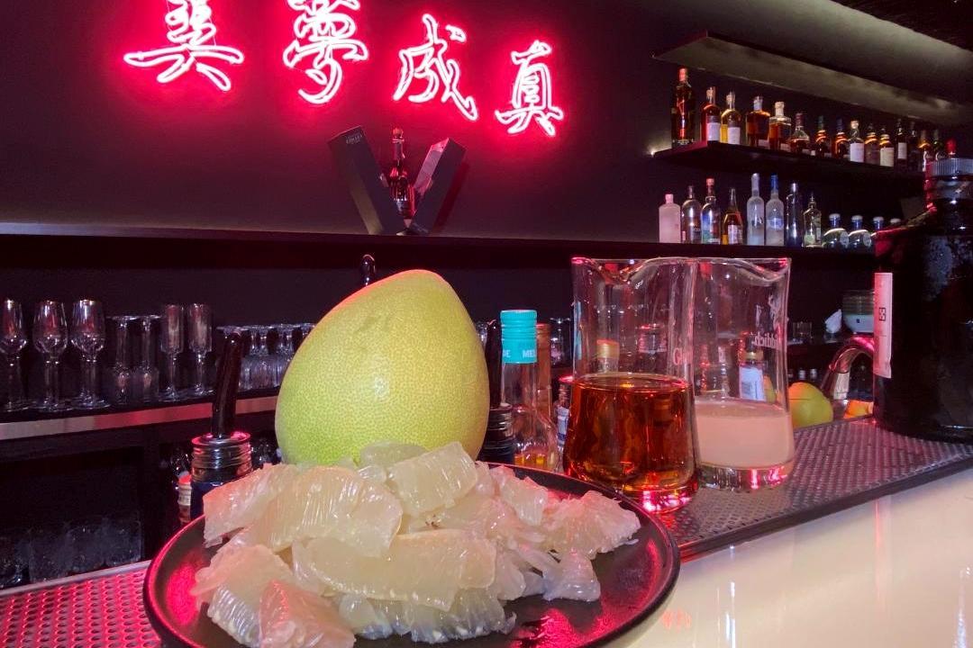 柚子調酒配烤肉超解膩!調酒師示範3款簡單酒譜:保證女生愛