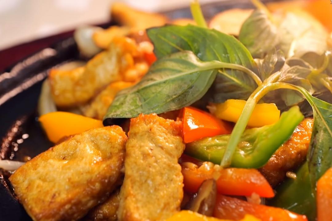 熱炒店必點的秒殺料理!「鐵板豆腐」完美不碎又下飯