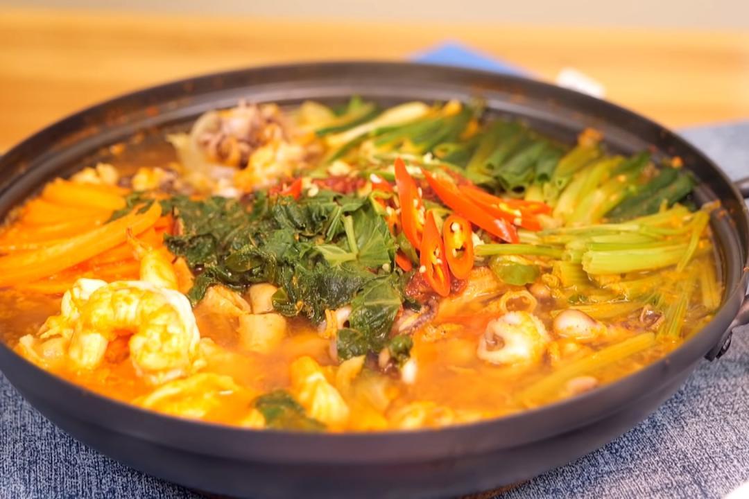 辣炒章魚蝦子牛腸鍋 | 釜山道地下酒菜滿滿海鮮超唰嘴