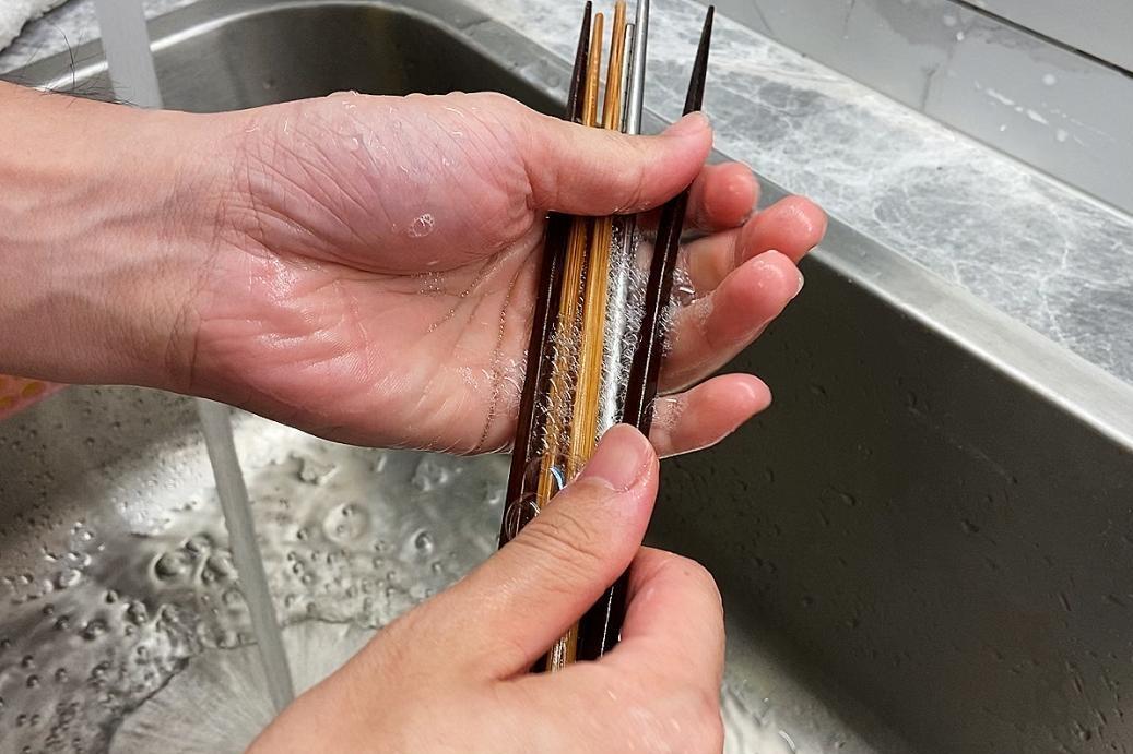 這些餐具不能放洗碗機!洗筷子別再整把搓!譚敦慈:重金屬、顏料恐吃下肚