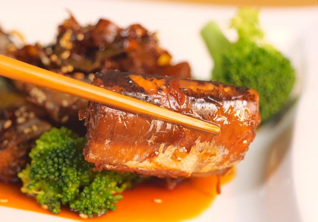 日式常備菜「佃煮秋刀魚」電鍋出馬連魚刺都化骨軟綿