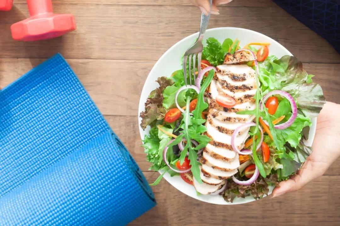 吃「即食雞胸肉」增肌減肥小心踩雷?營養師:長期吃有這風險