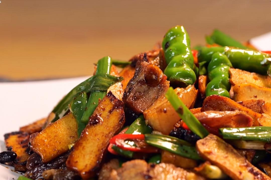 忍不住多扒幾口飯的「回鍋肉」!這樣做焦香入味不肥膩