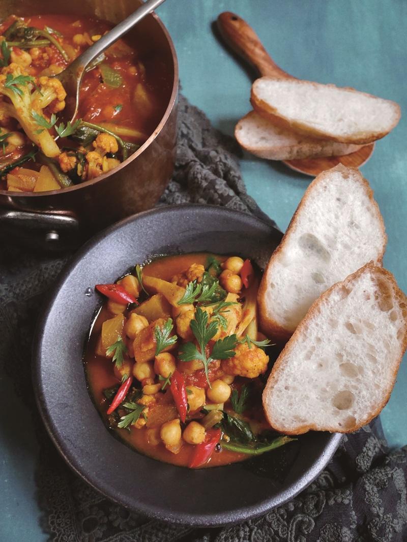 一鍋到底「花椰菜鷹嘴豆燉咖哩」滿滿蔬食下飯配麵包超營養
