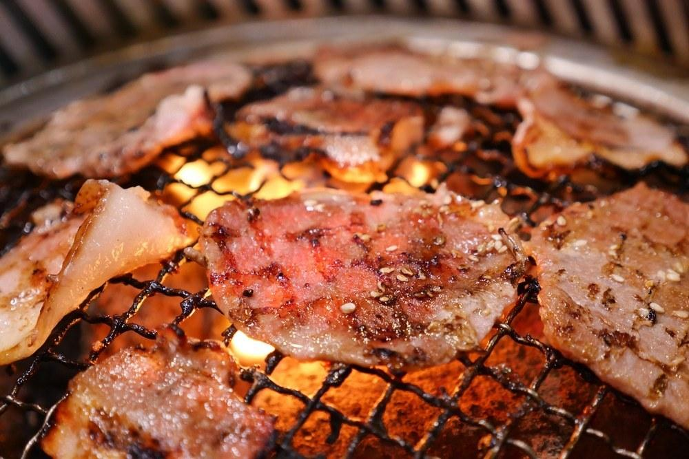 年末聚餐吃燒烤不健康?營養師曝「一個動作」大大降低致癌率