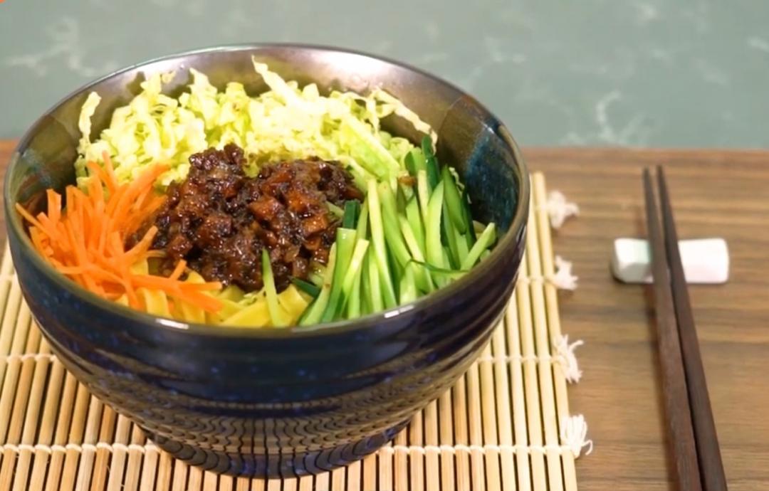 炸醬麵 | 「三段式」炒出豆瓣醬&豆乾美味鹹香!