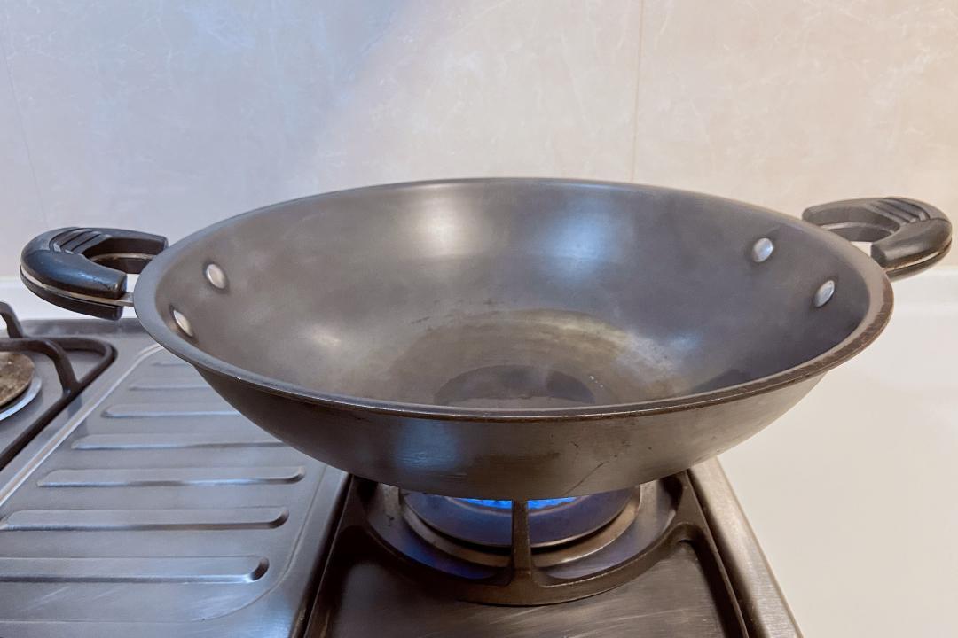炒菜油鍋冒「陣陣白煙」小心致癌!營養師教外食族選油秘訣