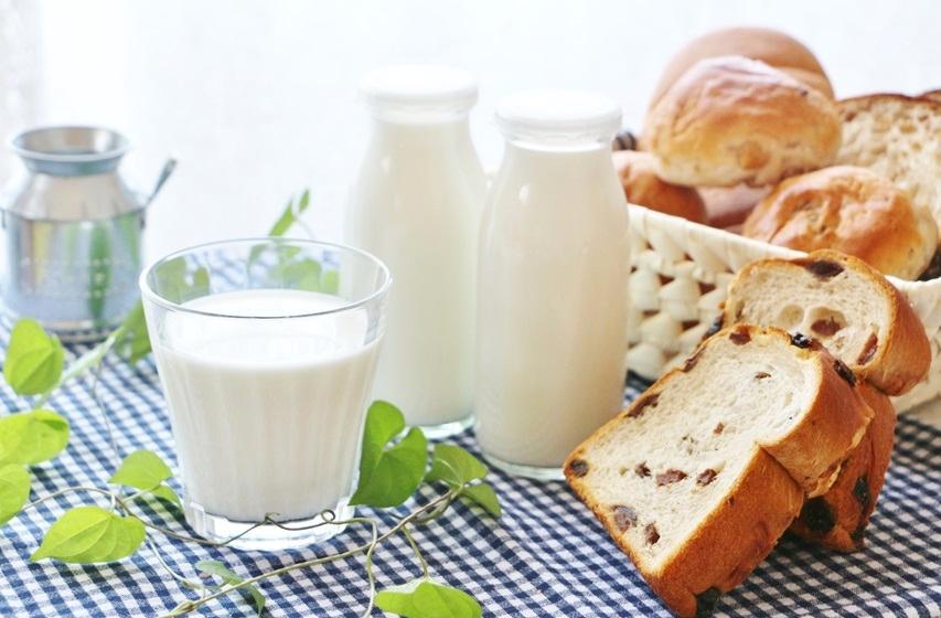 擔心孩子長不高?營養師曝一天 2 杯奶「補鈣最佳時機」