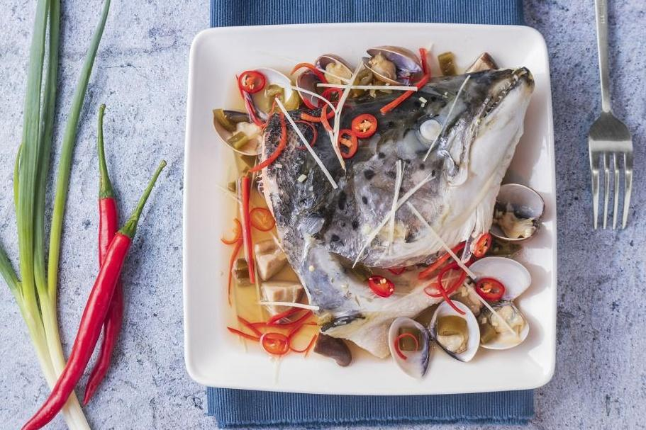 剝皮辣椒鮭魚頭 | 清蒸鮮辣電鍋菜!