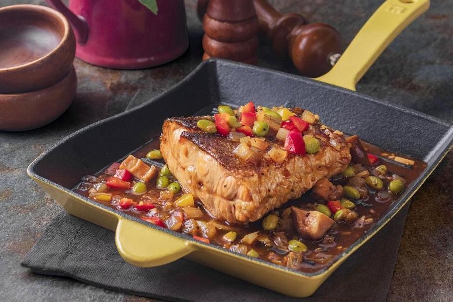 黑胡椒鮭魚尾排 | 美味拌飯菜