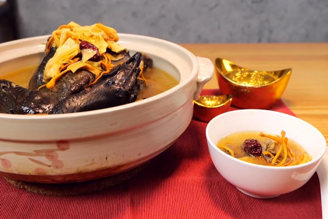 黃金蟲草燉雞湯 | 肥美小鮑魚提鮮一點訣!