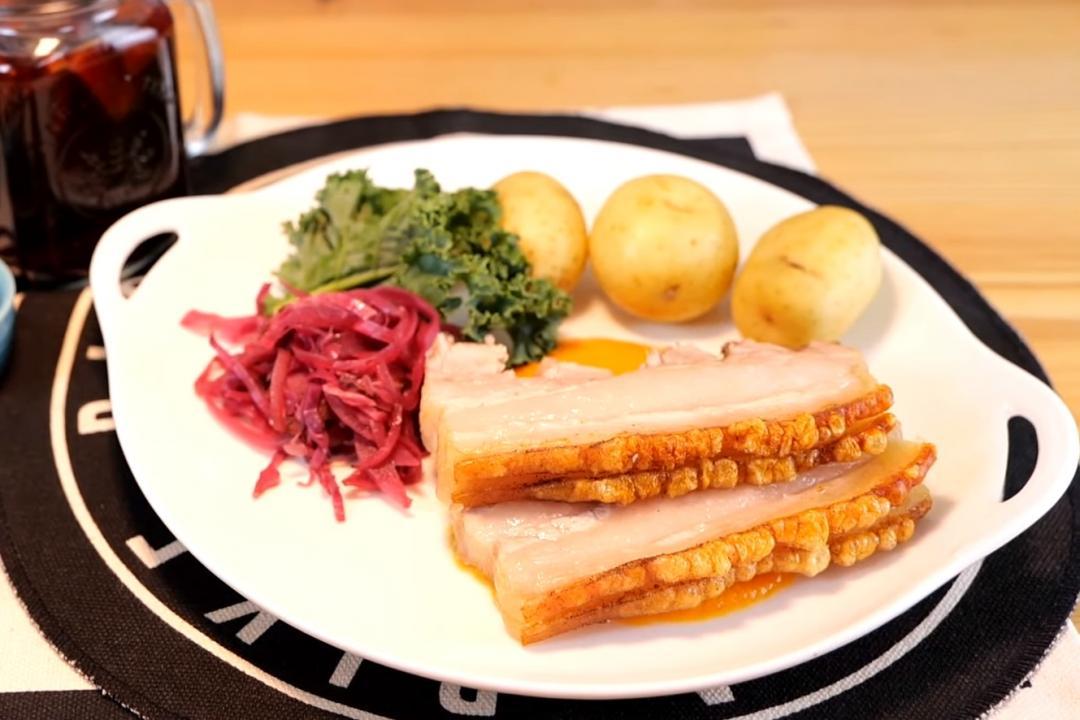 丹麥脆皮烤豬肉 「風琴切法」外酥裡嫩更入味!