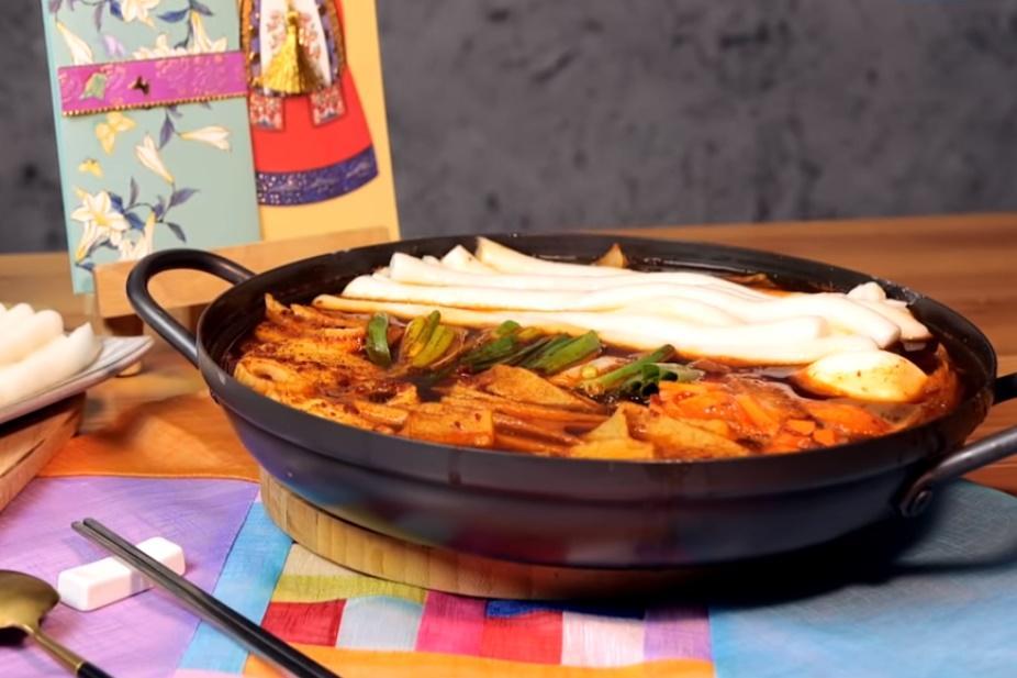 「韓式年糕湯」韓國人過年必吃這一道!長的扁的寓意大不同