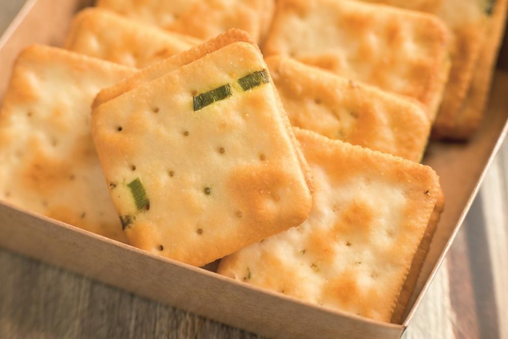 「蘇打牛軋餅」這樣煮糖最好吃!鹹甜奶香一口接一口