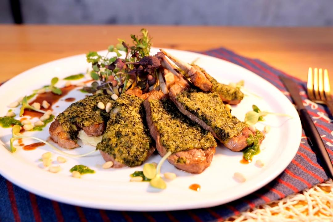 青醬烤羊肋排、奶油馬鈴薯泥!米其林等級料理在家做