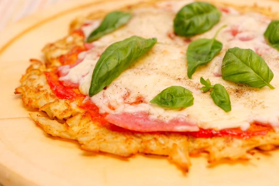 「馬鈴薯蛋餅Pizza」免揉麵糰、免烤箱!酥脆牽絲10分鐘上桌