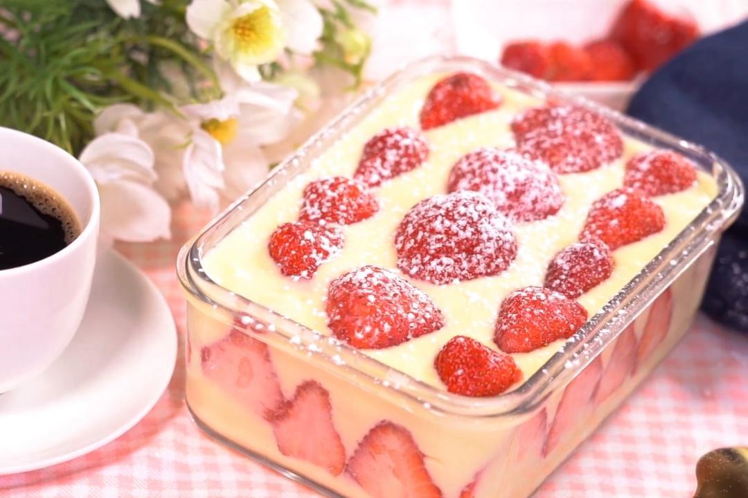 「草莓寶盒」就是要鋪滿滿!卡士達醬、綿密蛋糕夢幻 5 層次堆疊