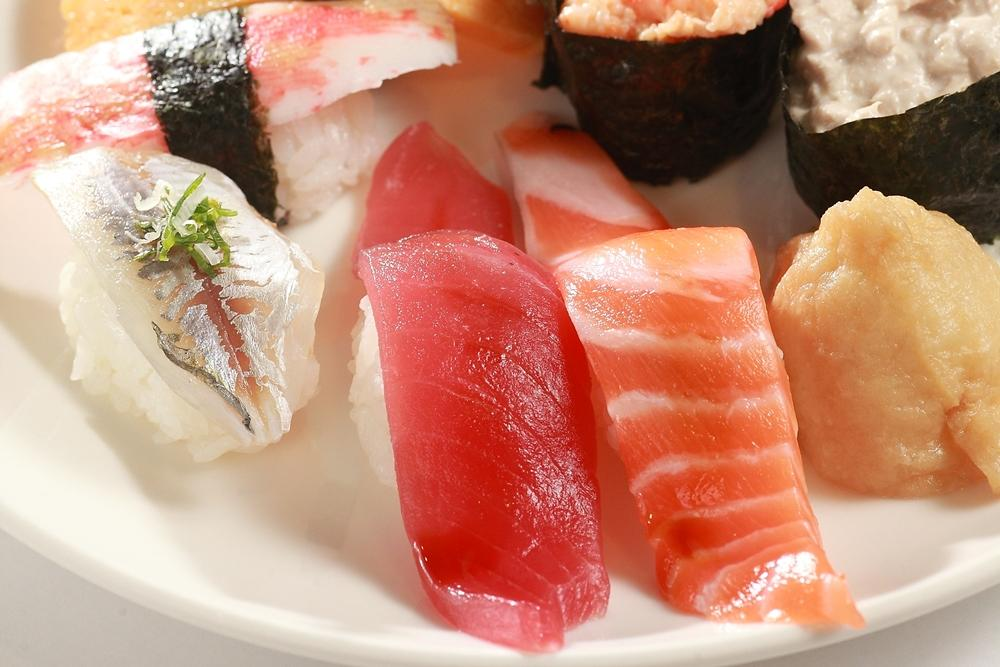爽吃免費壽司小心體重「同鮭魚盡」!營養師:生魚片熱量爆高兩倍