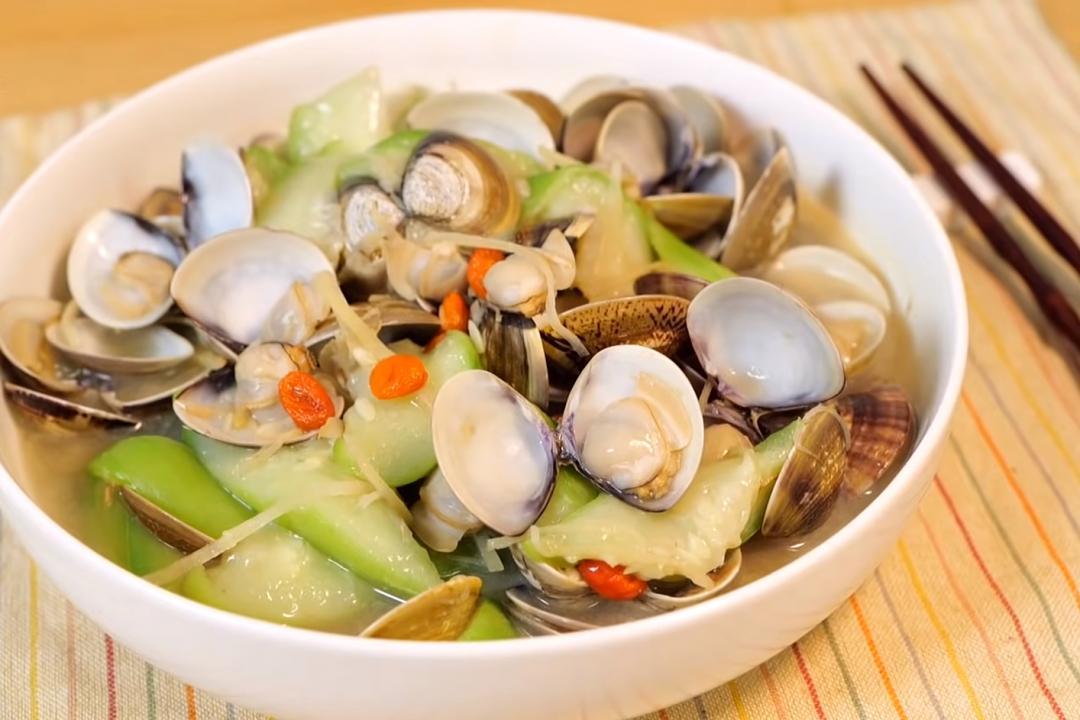 一滴水都不加的「絲瓜炒蛤蜊」最鮮甜!再教 3 招文蛤吐沙秘訣