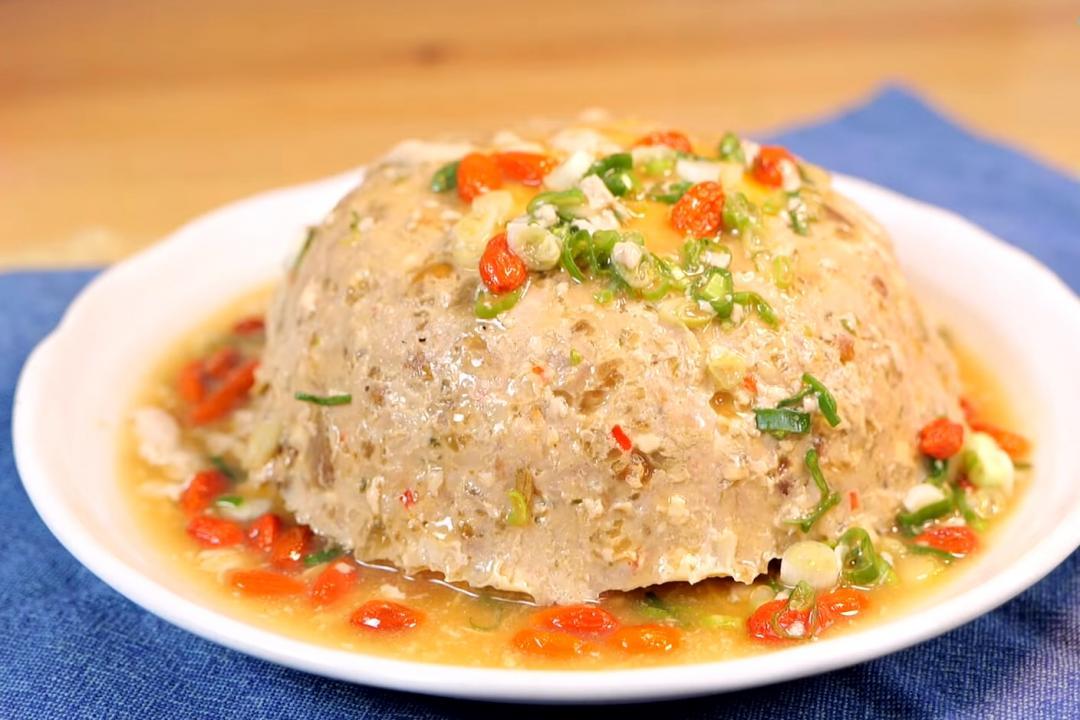 電鍋家常菜「破布子蒸肉」!鹹蛋、脆瓜一起來加料