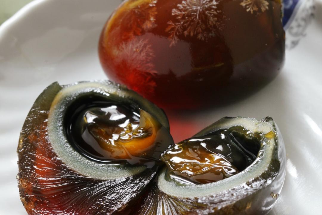 皮蛋「泡馬尿」做成千年蛋?農委會揭製作真相 營養價值曝光