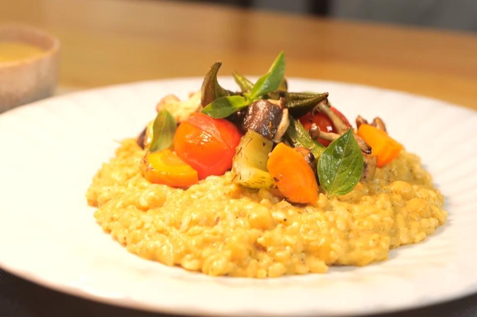 速成濃郁口感!「鷹嘴豆蔬食燉飯」萬用烤蔬菜泥堆疊美味