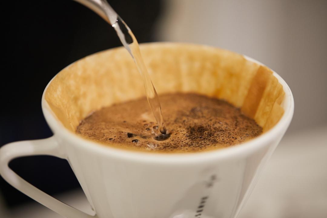 星巴克公開「手沖咖啡」簡單5步驟!香醇秘訣&注水比例一篇看懂