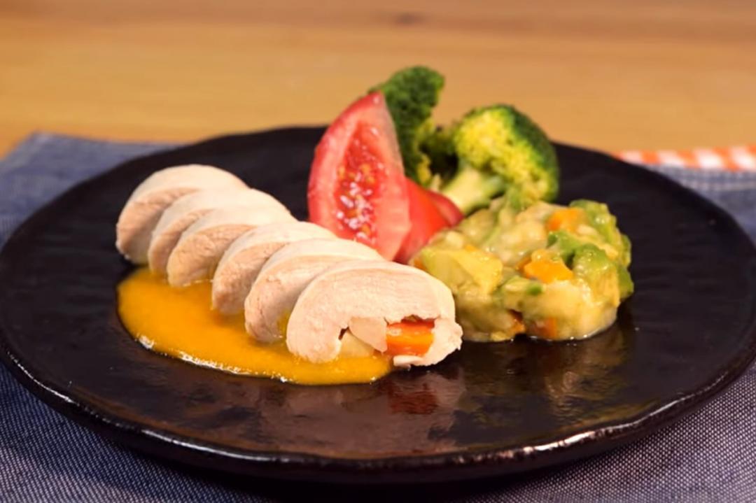 電鍋搞定水煮雞胸肉!免開火的減脂蔬菜雞肉捲這樣做