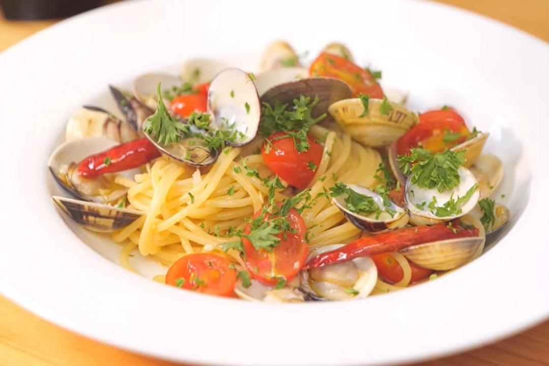 蒜香蛤蜊義大利麵15分鐘上桌!新手也能學會的清炒經典做法