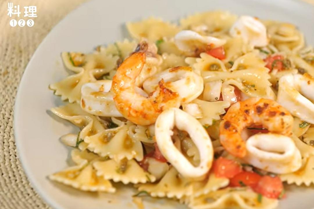 「海鮮蝴蝶麵」涼拌吃法!義大利麵條這樣煮更入味彈牙